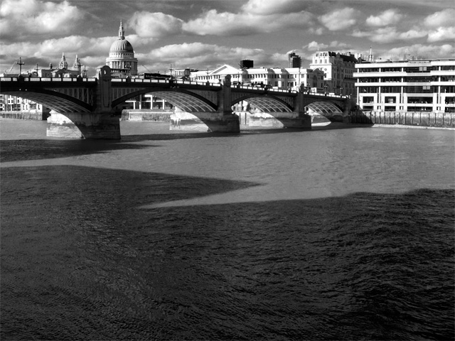 Thames Bridge 03 Sep 20111